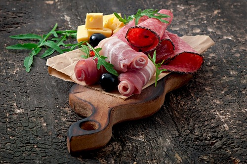 deli meat on chopping board